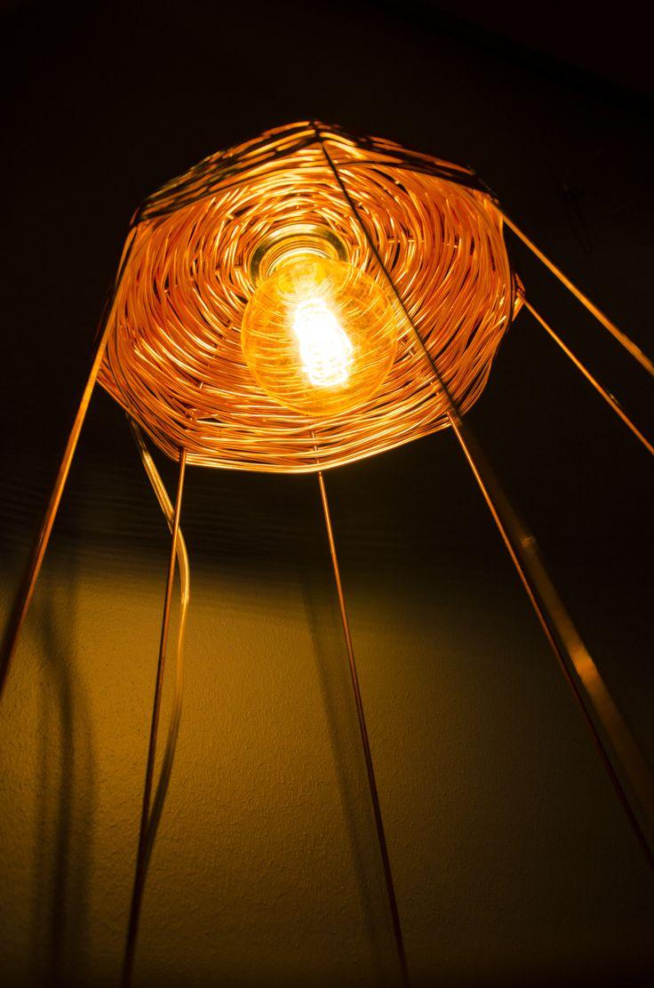 """Ontwerper Marijn van Berge Henegouwen over de lamp Copper: """"Dit is een project  geïnspireerd door vergeten ambachten en technieken wat vertaald is op een moderne manier. De reden waarom ik koperdraad heb gecombineerd met de ambacht manden vlechten, komt doordat in veel landen deze ambacht nog veel wordt gebruikt. Koper is aan de andere hand een vrij modern materiaal, maar de waarde ligt tegenwoordig zo hoog waardoor het minder wordt gebruikt."""" www.onderstroom-design.nl"""