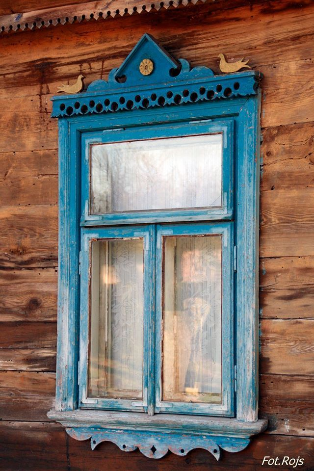 Windows in old cottages. This style is characteristic for the region of Podlasie, Poland.   Source: Podlaskie Obrazy.