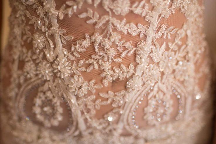 e tu che abiti da sposa sceglieresti a sirena, pizzo, vita bassa, balze o larghi e vaporosi, colorati, bianco o crema