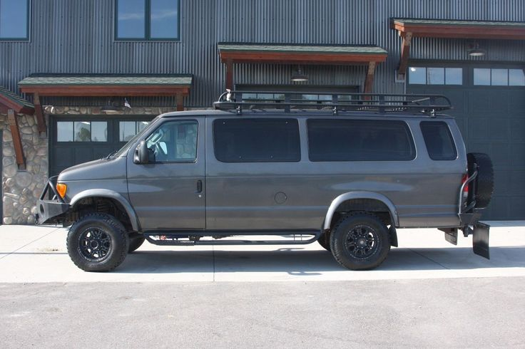 has minor issues 2006 Ford E Series monster van