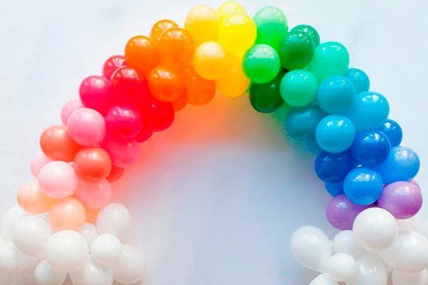Si Buscas Una Alternativa Cargada De Colores Para Decorar Tu Fiesta Aprovecha Esta Oportunidad Para Conocer Paso A Pa Arco De Globos Globos Adornos Con Globos