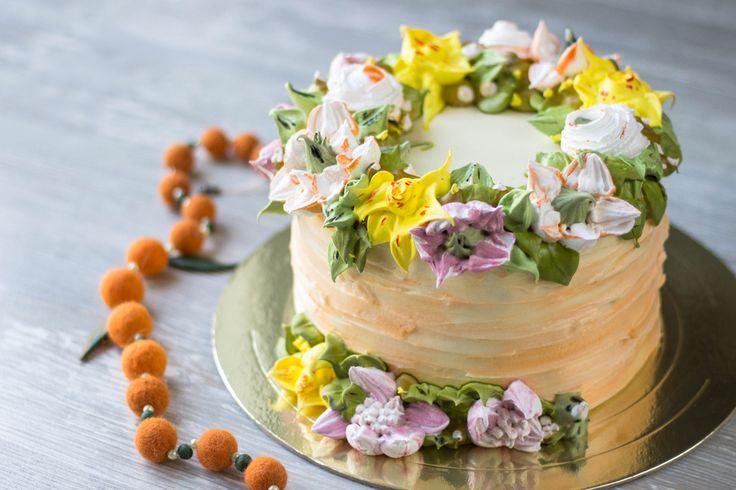 Крем Пломбир - универсальный крем, по вкусу, цвету и структуре напоминающий знаменитое мороженое! Пошаговый рецепт с фото, секреты приготовления - здесь.
