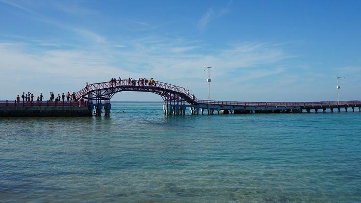 Hasil renovasi Jembatan Cinta di Pulau Tidung #pulautidung #tidungisland #nusavel #nusantaratravel #tripgabungan #jembatancinta #bridgeoflove #pulauseribu