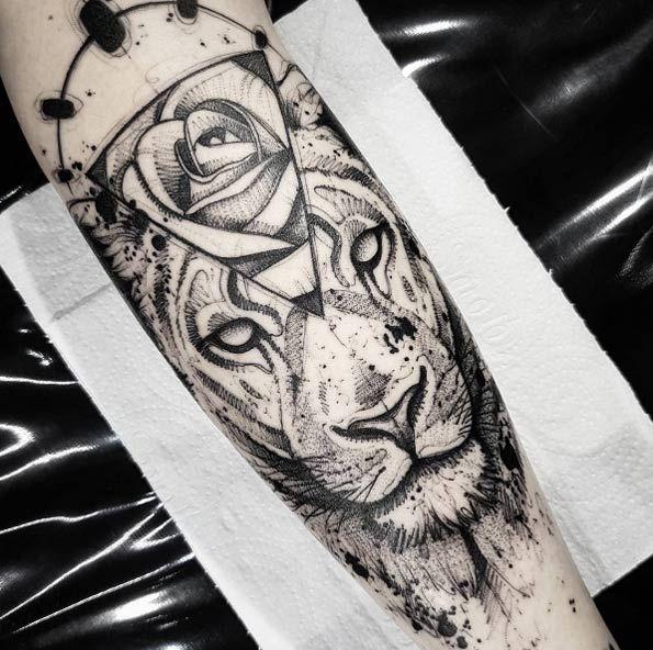 Black ink lion tattoo by Bernardo Lacerda