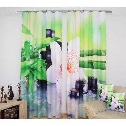Moderné zelené závesy s bielou orchideou
