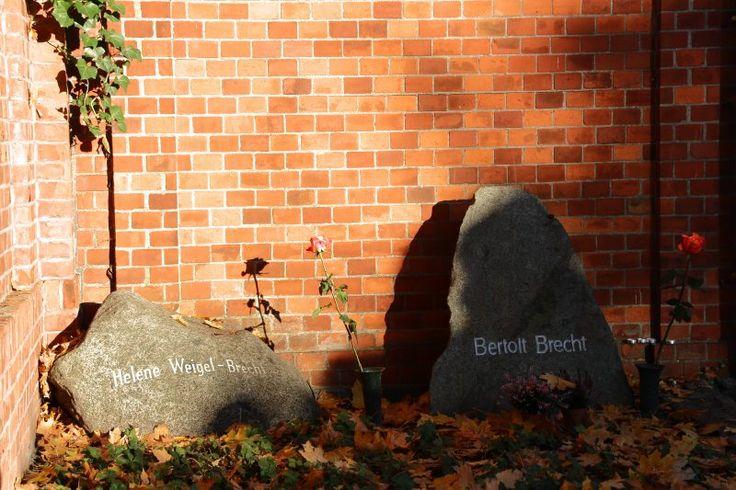 grab-bertolt-brecht-helene-weigel-berlin-dorotheenstadt-friedhof