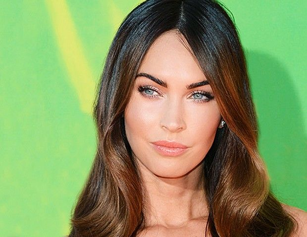 We Found The Exact Shade Of Megan Fox's Perfect Coral Lipstick! | Byrdie | Monika Blunder