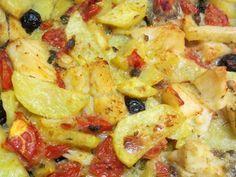 Baccalà al forno con patate, olive nere e pomodorini