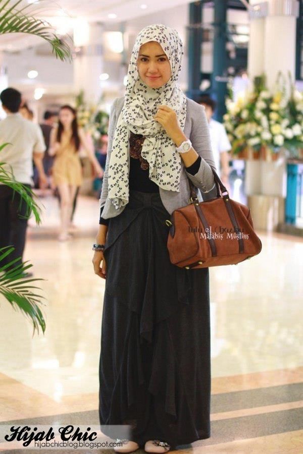 Black, white, and grey outfit. Polka dot hijab = PERFECTION