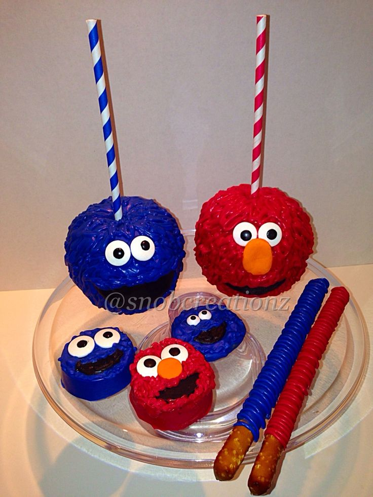 Elmo & Cookie Monster Chocolate covered apples, Oreo's, chocolate chip cookies, & pretzels by @snobcreationz