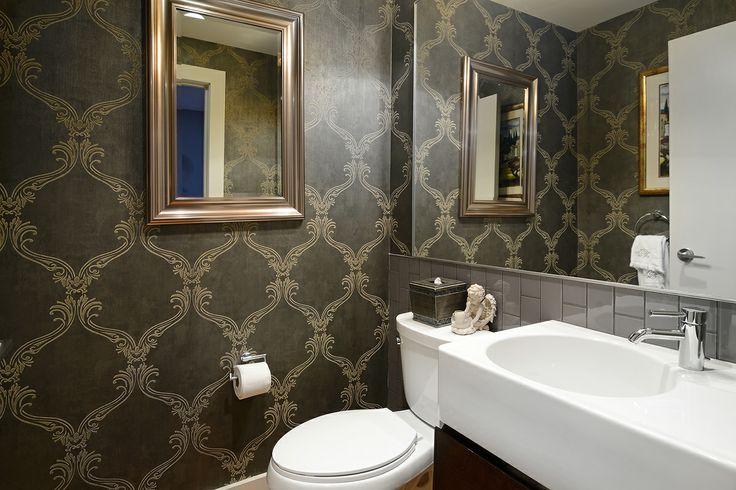 Victorian Style Wallpaper in bathroom #Hoboken