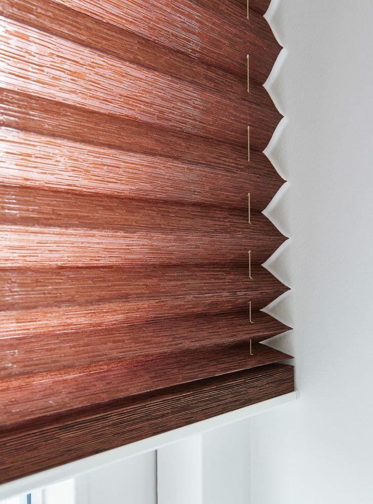 Den nye plissébredde på 32 mm fra Luxaflex giver et robust look i store vinduespartier. #luxaflex #Gardin #Plissegardiner #gardinerdergørenforskel #indretning #bolig #nykollektion #dithjem