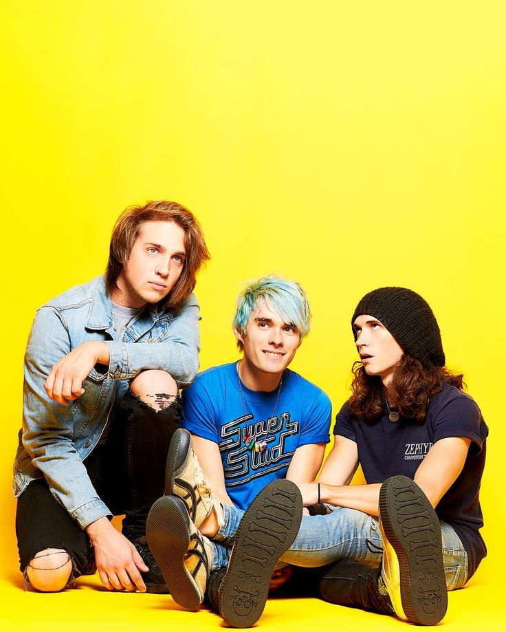 i'm obsessed with Waterparks. Another day, anouther band *sighs*