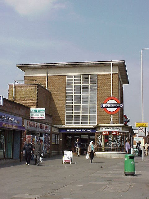 RAYNERS LANE TUBE STATION | RAYNERS LANE | LONDON | ENGLAND: *London Underground: Metropolitan Line; Piccadilly Line*