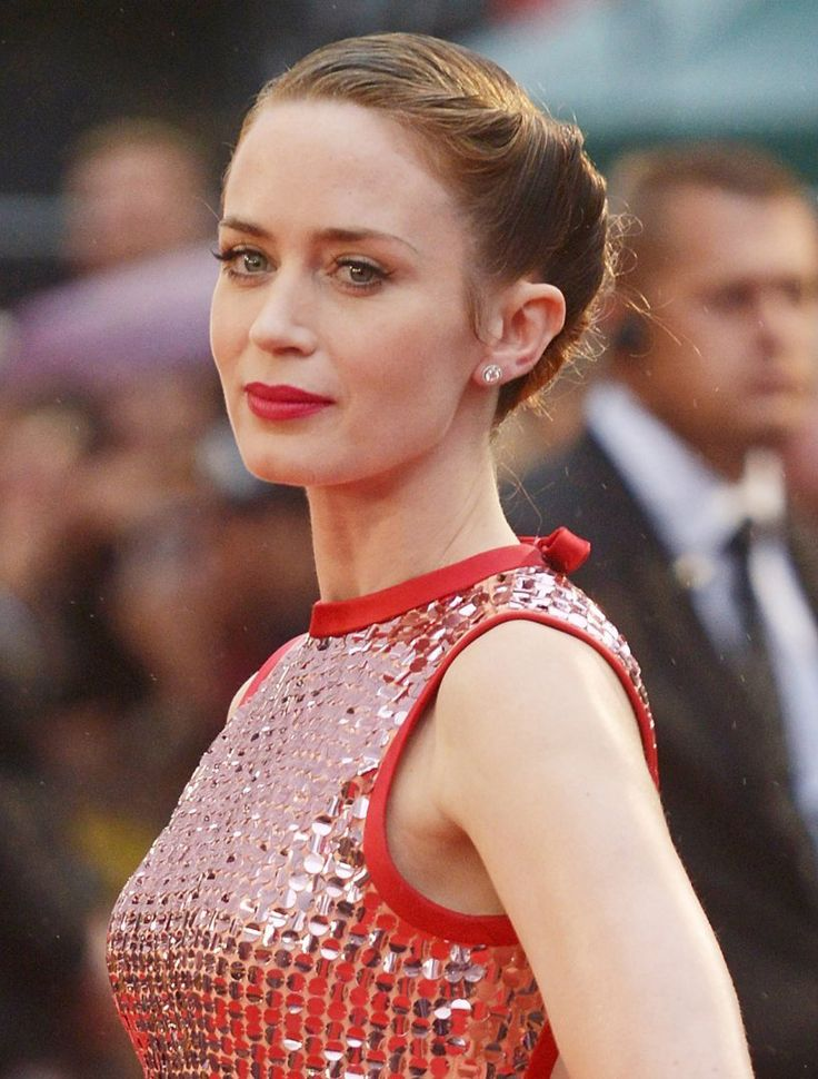 emiy douglas star Emily blunt is a british actress known for roles in such films as 'the devil wears prada,' 'edge of tomorrow,' 'into the woods' and 'a quiet place' blunt met canadian singer michael bublé in.
