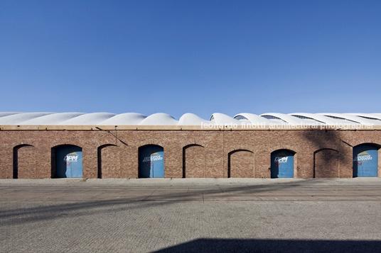 warehouse in montevideo, uruguay by eladio dieste, photo by leonardo finotti