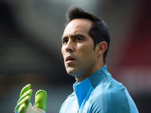 Pep Guardiola: Claudio Bravo performance 'one of best I've ever seen' #Manchester_City #Football