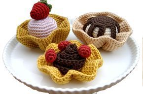 crochet fruit tarts: free pattern