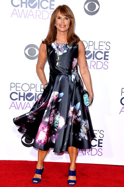See All the Red Carpet Looks From the 2016 People's Choice Awards | Roma Downey | EW.com