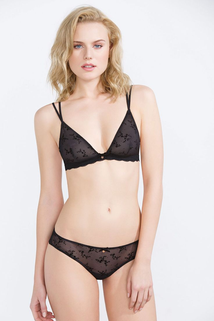 Comfy and sexy dotted mesh triangular bra without padding or underwire, with lace trims.</br>- Without foam.</br>- Wireless. </br>- Fastens in the back. </br>- Adjustable straps.