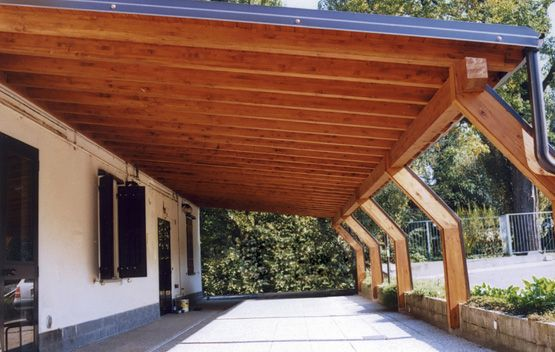 Porticato in legno,  porticati con colonne su misura e senza opere murarie.