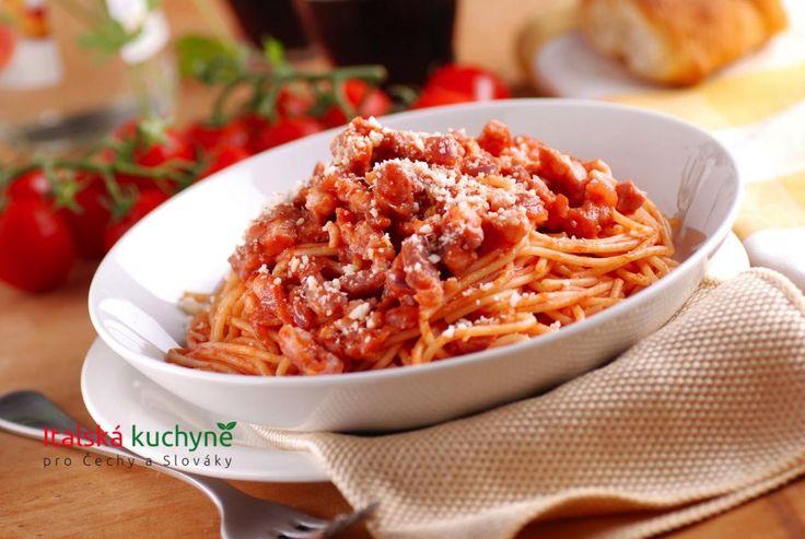 Italská kuchyně pro Čechy a Slováky - Mnoho klasických italských receptů sahá původem daleko do minulosti a jeden jediný, opravdový recept neexistuje.
