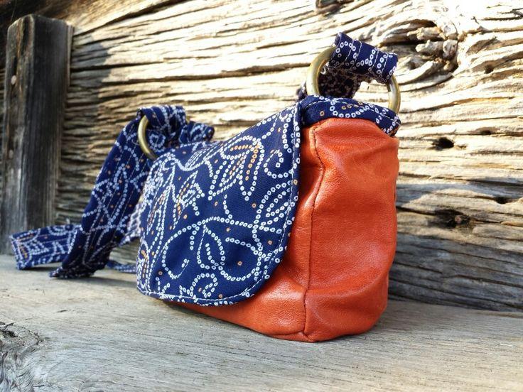 Bolso DIY de piel y seda... correa ajustable, puede usarse como bolso de mano, cruzado o riñonera.  Tres compartimentos internos y bolsillo extra con cremallera... I♥
