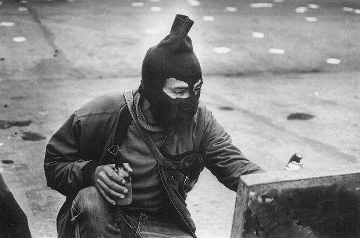 """teoria-de-la-praxis:  """" Santiago de Chile, 1984.  Fotografía de Kena Lorenzini  """""""