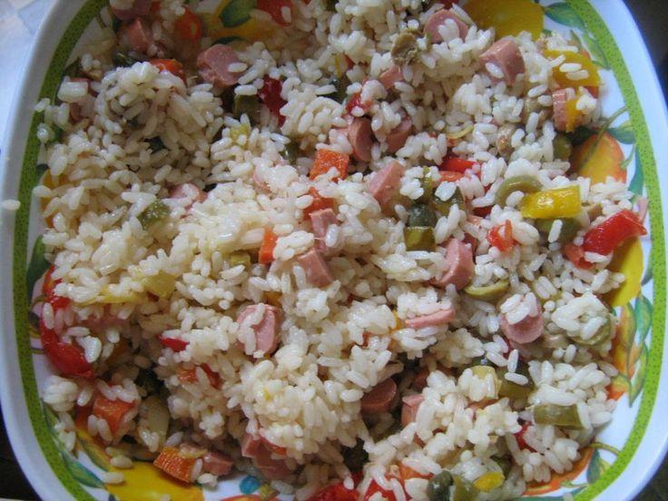 Insalata di riso saporita  http://www.cucinaconbenedetta.com/?p=1146  In questi caldi giorni estivi, la cosa che mangio più volentieri è l' insalata di riso. Prepararla è davvero una cosa semplicissima, richiede giusto il tempo di lessare il riso, quindi per favore non usate le porcherie che trovate al supermercato per condire le insalate di riso, basta un...  #Insalate, #Ricette, #Tortesalateepiattiunici #Benedetta #Cucina