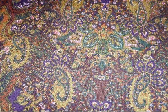 Raso fino estampado retro con el fondo granate, con buena caída ideal para la confección de kimonos, monos, vestidos, pijamas.. Fácil lavado y planchado.#Raso #estampado #fino #retro #granate #amarillo #caída #kimono #mono #vestidos #pijamas #tejido #tejidos #tela #telas #textil #telasseñora #telasniños #comprar #online #comprartelas #compraronline
