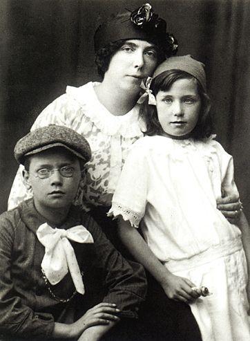 Nora, muse et épouse de James Joyce et leurs enfants : Giorgio et Lucia