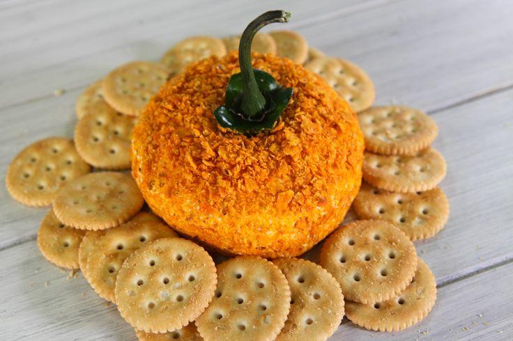 Cremosita y fácil botana temática para las fiestas de Halloween. Vuélvete la sensación del evento sin complicarte, la amarán. Prepara este deliciosa botana de queso para halloween.