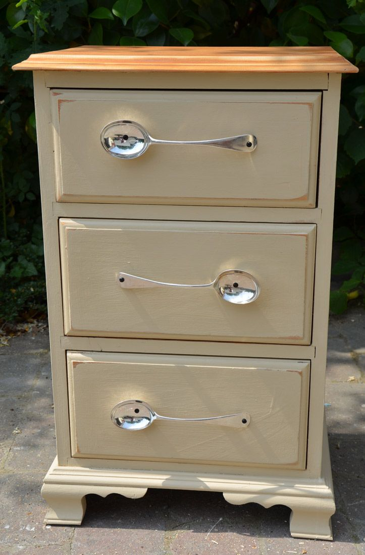 Run out of knobs! D'you think this works? with Old Ochre ChalkPaint™ by Annie Sloan ‪#‎morethanpaint‬ ‪#‎ChalkPaint‬™