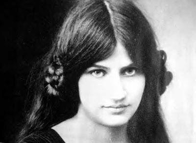Sguardi Notturni: Donne nell'Arte - Jeanne Hébuterne, la Musa ispiratrice di Modigliani e lei stessa pittrice.