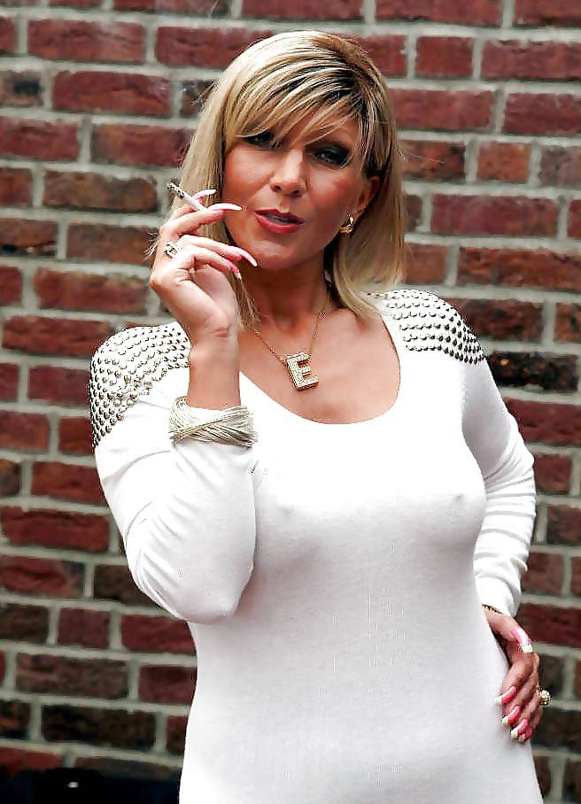 Dem sexy mature smoking pics nice