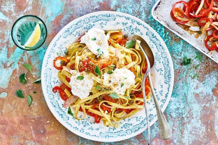 De burrata, een Italiaanse kaas, maakt dit gerecht vol en romig. - recept - Allerhande