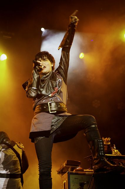 I have never seen this picture of gee before.. AND I FREAKING LOVE IT
