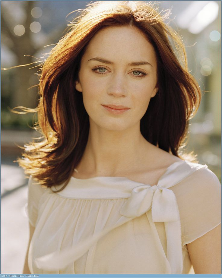 Wish I could see more of this outfit! Love this top though. Emily Blunt