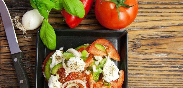 Kroatischer Tomaten Salat mit Büffelmozzarella Rezept