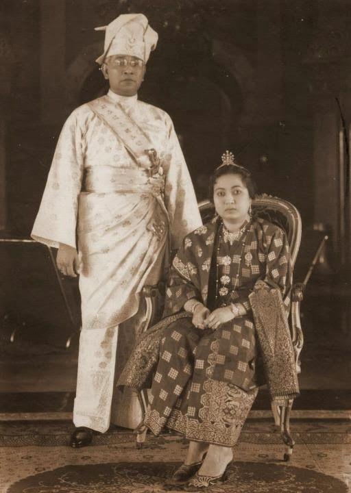 Sultan Osman Al Sani Perkasa Alam Shah and empress, sultan Deli who ruled in 1945-1967