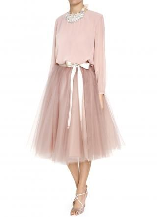 Craving for tulle skirt, which never happened before! Powdery-pink tulle skirt. I want pockets!!!