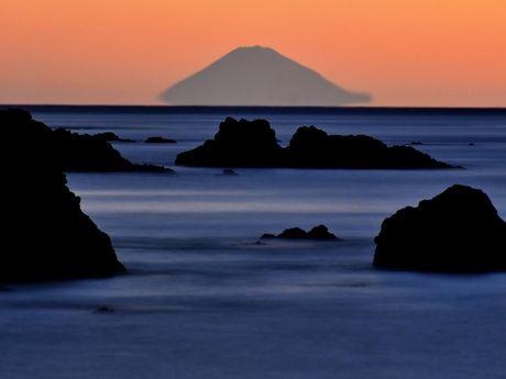 伊勢志摩からしか見ることができない「宙に浮く富士山」、初日の出と共に元旦に / 伊勢志摩経済新聞 #富士山 #元旦 #初日の出 #新年