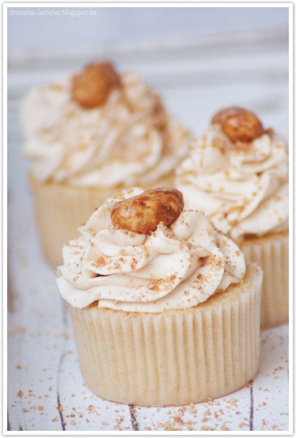 dreierlei liebelei – blog für schönes: Gebrannte Mandel-Cupcakes + Wies´n-Cupcake-Topper-Freebie