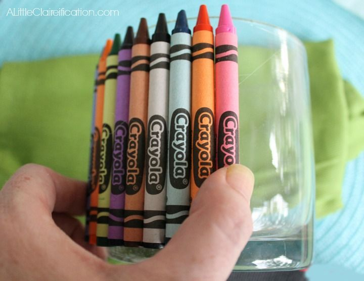 Back To School Craft: Crayon Vase Teacher Gift with http://ALittleClaireification.com #crafts #teachers #school @ALittleClaire