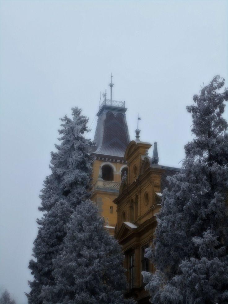 A kastély, amelynek 365 ablaka és 52 szobája van   Mert utazni jó, utazni érdemes...