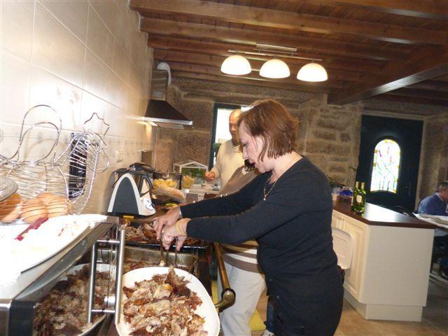Fotos de la comida inaugural de la S. C. O Roble.  https://www.facebook.com/media/set/?set=a.500293010073832.1073741831.484204751682658&type=3