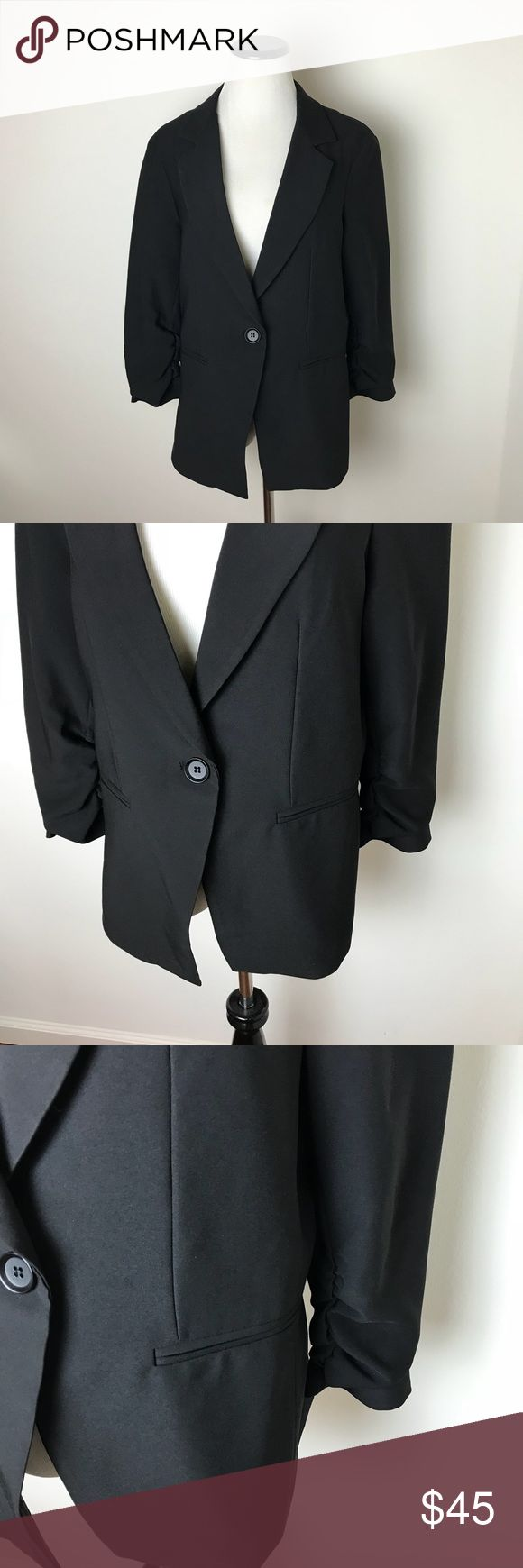✨SALE✨ Gibson Black Blazer 3/4 Sleeves Nordstrom ✨Store closing Permanently 1/28/18✨ Get it before it's gone forever!  Bundle and make offers!    Gibson Black Blazer with 3/4 Sleeves  Measurements laying flat: Underarm to underarm- 20 inches  Total length- 26 inches  Sleeve length- 19 inches  Bin 4 Gibson Jackets & Coats Blazers