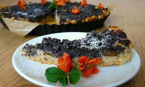 Špaldový koláč ze zakysané smetany se švestkami a mákem