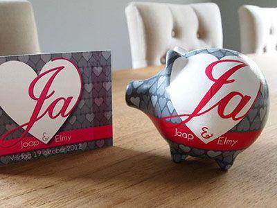 Leuk, een trouwspaarvarken! Super originele manier om geld aan het bruidspaar te geven :) #bruiloft #cadeau