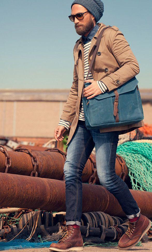 Acheter la tenue sur Lookastic: https://lookastic.fr/mode-homme/tenues/trench-pull-a-col-rond-chemise-en-jean-jean-bottes--bonnet-lunettes-de-soleil-chaussettes/4127 — Jean bleu marine — Chaussettes bordeaux — Chemise en jean bleu marine — Pull à col rond à rayures horizontales blanc et bleu marine — Bonnet gris foncé — Trench brun — Bottes en cuir brun — Lunettes de soleil brun foncé — Besace en cuir bleue